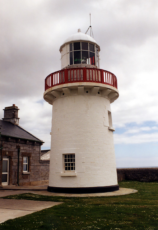 Lighthouses of southwestern ireland munster 1 story unpainted stone keepers house and other buildings enclosed by a stone wall sciox Choice Image